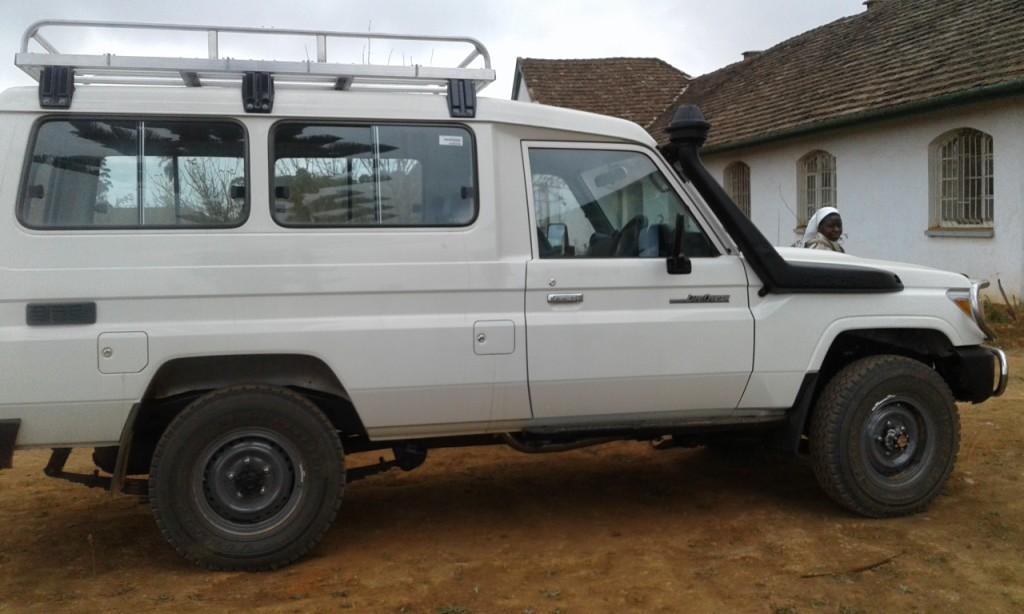 Nieuwe jeep aangekomen in Uwemba - Foto Sr. Gloria